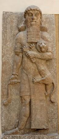 Gilgamesz. Kawał faceta jak widzicie, który lwa taktuje jak kociaka. Źródło