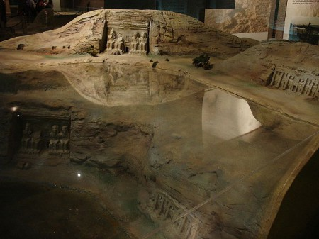 Fen model pokazuje gdzie świątynie były pierwotnie, a gdzie stoją dzisiaj. Źródło.