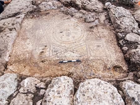 Odnaleziona w Bet Szemesz mozaika. Źródło