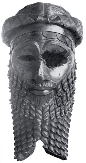 To Sargon lub jego wnuk. Kiedyś ta głowa była w muzeum w Bagdadzie. Gdzie jest dzisiaj...wojna to katastrofa w każdym wymiarze. Źródło.
