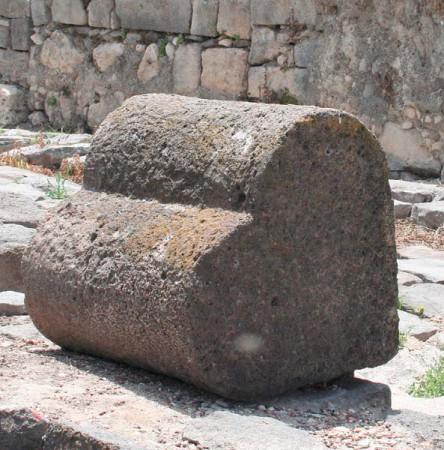 Kamienne serce z Magdali. Źródło