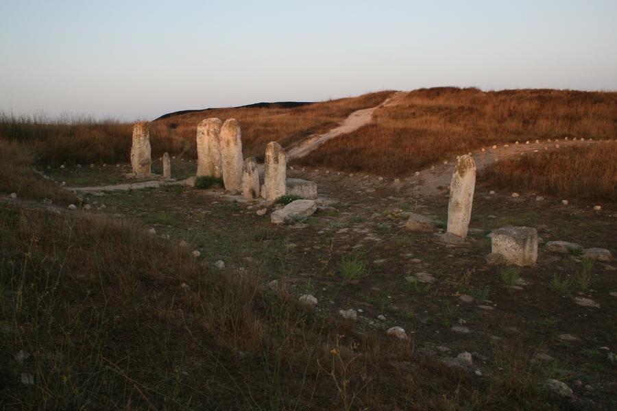 Megality z Gezer. Źródło.