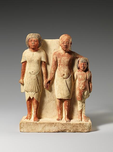 Ta trójka to trzej mężczyźni w różnym wieku. Rzeźba pochodzi z XIV w p.n.e. Źródło