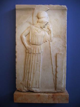 Atena ubrana w peplos. Źródło