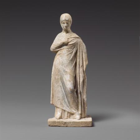 Przyzwoicie ubrana Greczynka z IV w p.n.e. Prawdopodobnie jest to koryntianka. Źródło