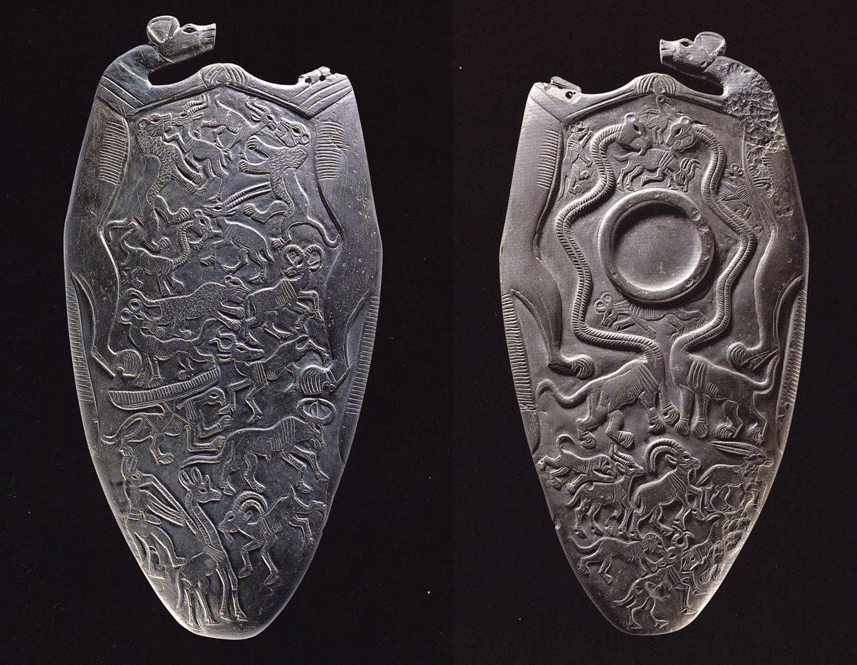 Paleta dwóch psów. znajdziecie ją w Ashmolean Museum, University of Oxford pod no. E3294 Źródło - Grand Egyptian Museum strona na Facebooku